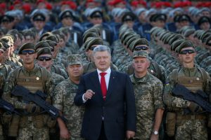 Порошенко заявил, что Украина научилась взламывать военные спутники России