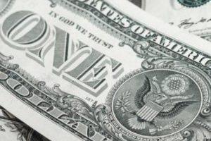 Доллар почти вернулся к 28 грн