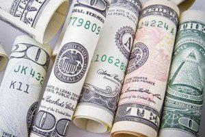 Нацбанк пытается удержать курс доллара
