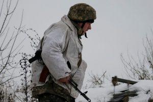 Порошенко решил повысить зарплаты украинским военным в Донбассе