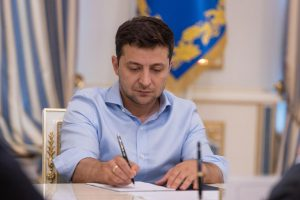 Закон об импичменте отправился на подпись Зеленскому