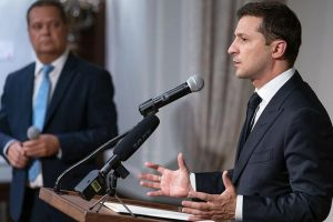 Зеленский назвал два фактора, мешающих Украине развиваться