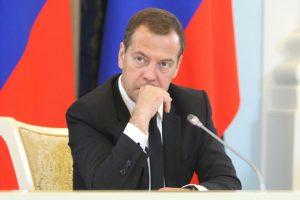 Медведев назвал гуманным тариф на транзит газа через Украину