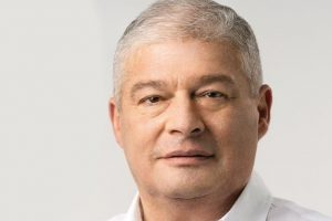 Украинский экс-министр назвал премьера страны «сознательным идиотом»