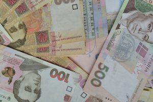 Гривна чуть укрепилась к доллару и евро