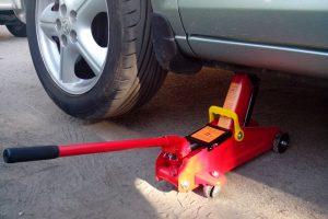 Домкрат гидравлический: незаменимый инструмент в автомастерской