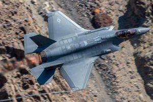 Азаров: Украина разорится на закупке американских истребителей F-15 и F-35
